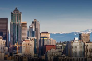 Panoramic view of downtown Seattle with Mount Ranier in the background.